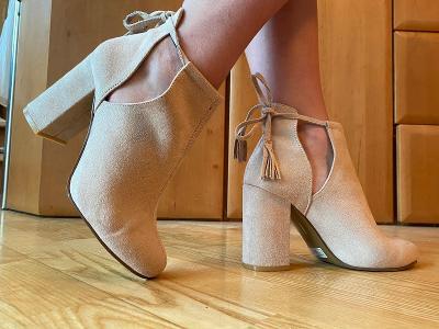 Elegantní dámské boty na podpatku