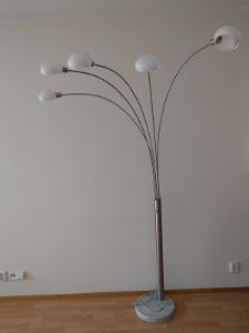 Stmívatelná stojací lampa Globo