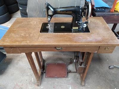 Historický šicí stroj Naumann