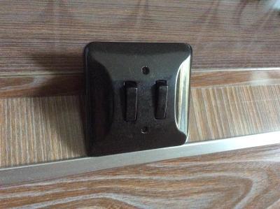 Vypínač dvojitý Bakelit styl BRUSEL 60 70 80 léta  RETRO