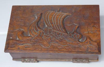 Stará dřevěná šperkovnice Rusko