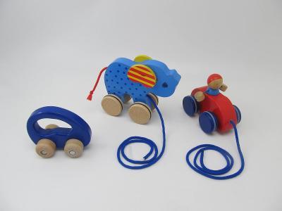 Dřevěné hračky autíčko do ruky zn Goki 3 ks P.C. 960.-
