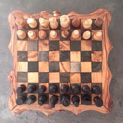 Ručně vyřezávané šachy z olivového dřeva