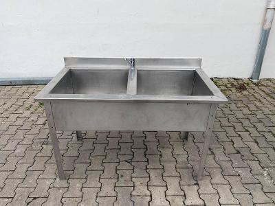Prodám nerezový stůl s dvojitým dřezem