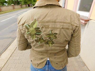 Krásné krátké khaki sáčko s výšivkou, vel. 36, zn. ONLY