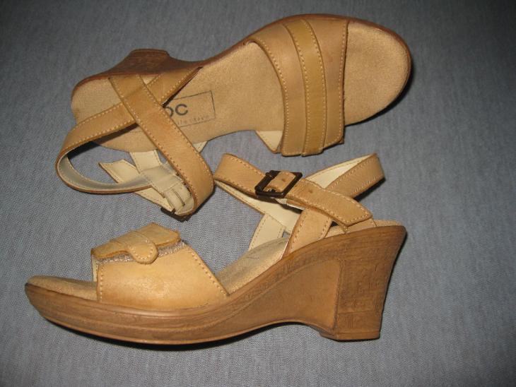 PARÁDNÍ SANDÁLY NA ELEGANTNÍM KLÍNKU - BONPRIX - 37 ( 24,5 cm) - KŮŽE - Dámské boty