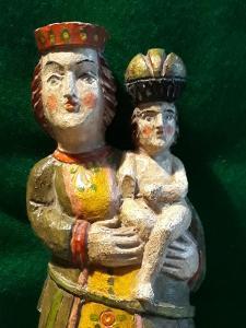Dřevěná soška panny Marie s Ježíškem