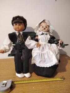 Stylová Panenka + Panáček Sedící Na Dřevěné Lavičce
