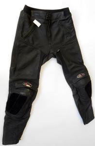 Kožené kalhoty vel. XL/54, Silné chrániče kolen, Místy odřené