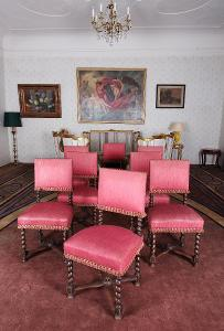 Set 8 neorenesančních židlí z masivního dubu