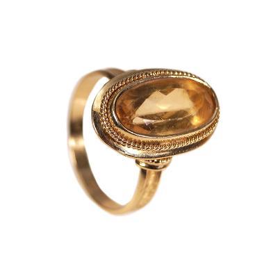 Zlatý prsten se žlutým kamenem