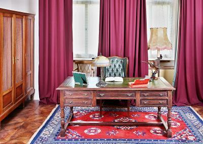 Velký starožitný psací stůl. Dub. Kůže