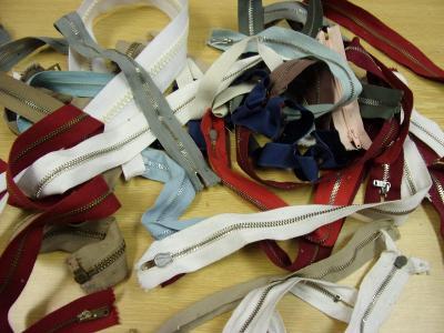 Staré textilní zipy, zdrhovadla výroba Československo 23ks nepoužité