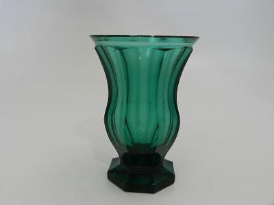 Krásná velmi stará broušená zelená Sklenice uran