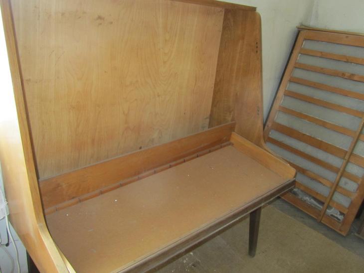 REGÁLY dřevěné (z bývalé prodejny textilu) - stav viz FOTO - Vybavení obchodu