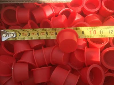 Zátky červené,průměr vnější cca 23mm,vnitřní cca 18mm cena za 20ks...