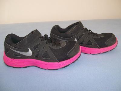 Sportovní obuv dětská  NIKE  REVOLUTION  2 - č. 29,5