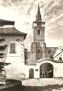 SÁZAVA - zámek a kostel - Benešov