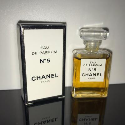 Chanel No. 5 Eau de Parfum 4 ml nestárnoucí klasika