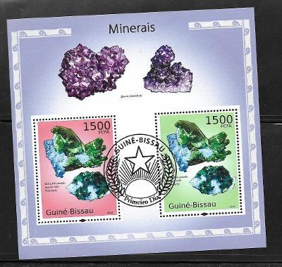 Guinea Bissau - minerály - malachit, azurit, ametyst