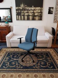Krásná moderní a pohodlná pracovní židle kancelářské křeslo