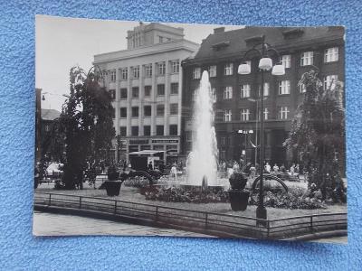Moravská Ostrava fontána vodotrysk kašna Náměstí Vítězného února