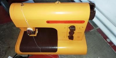 Starý dětský šicí stroj PICO Gabriela (na ND)