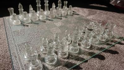 Křišťálové šachy z broušeného tvrzeného skla