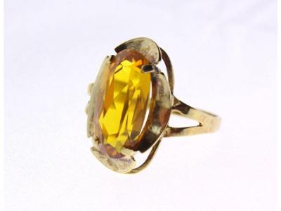 Zlatý prsten se žlutým kamenem v57