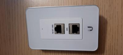 Ubiquiti UniFi UAP-IW - access point s instalací pod omítku