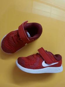 Boty Nike červené, velikost 21