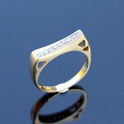 Zlatý prstýnek s kamínky v54