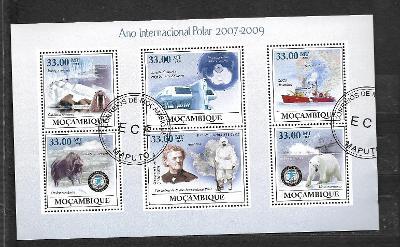 Mosambik 2009 - Pižmoň, lední medvěd, mrož, ledoborec Amundsen