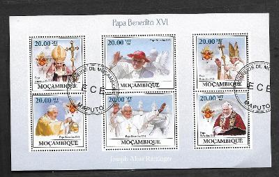 Mosambik 2009 - papež Benedikt XVI., holubice míru