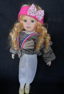 Krásná, porcelánová panenka na stojanu...(11944)