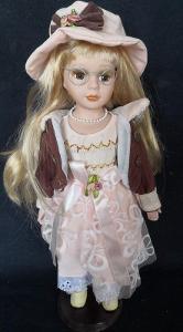 Krásná, porcelánová panenka na stojanu...(11950)