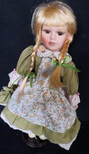Krásná, porcelánová panenka na stojanu...(11953)
