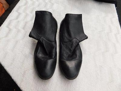 Krásné černé kožené kotníčkové boty Baťa, vel. 46