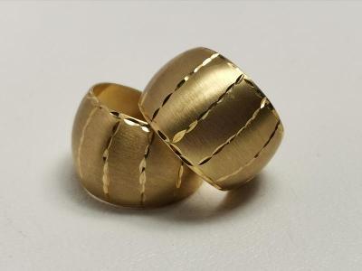Zlaté luxusní kruhy