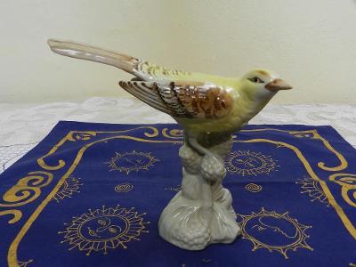 Hezká malovaná porcelánová soška Pták Ptáček Royal Dux Czechoslovakia