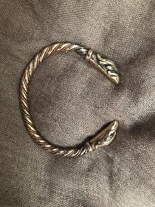 Vikingský náramek z bronzu ruční výroba masivní havran