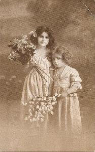 Děvčata s kyticemi - MF