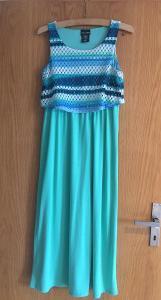 Příjemné letní polodlouhé šaty