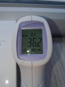 SLEVA NA 339KČ BEZKONTAKTNÍ digitální teploměr s LCD