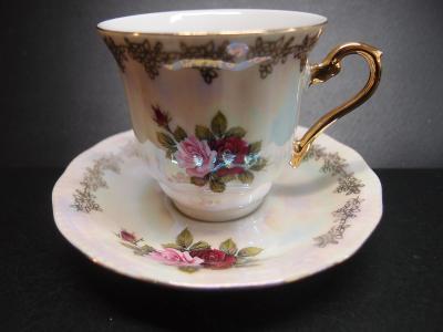 perleťový šálek s růžemi, zlacený 1