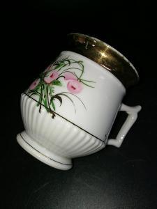 Hrnek - mušlák luxusní sbírkový stav - zajímavý květinový motiv