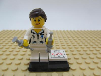 LEGO 8683 figurka 1. série (col01-11) Zdravotní sestra Minifigurka