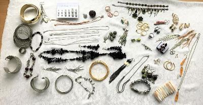 Bižuterie - prsteny, náramky, náušnice