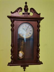 KRÁSNÉ starožitné hodiny MAISTER - QUARZ