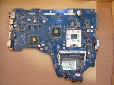 Nefunkční základní deska + napájení z Toshiba C660